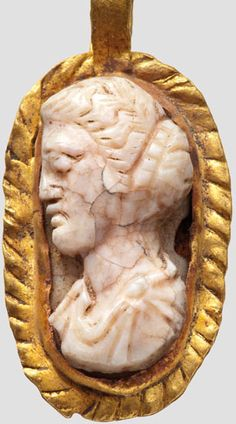 Cameo bust of a woman in gold version with trailer, Roman, 3rd Century.