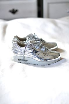 Nike Air Max 1 in Liquid Silver