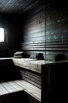 Saunas that I enjoy looking at. Beautiful saunas, saunas with interest. Saunas that I wish I had the pleasure to use. Sauna Steam Room, Sauna Room, Hammam Massage, Mini Sauna, Sauna Seca, Spa Sauna, Sauna Design, Outdoor Sauna, Finnish Sauna