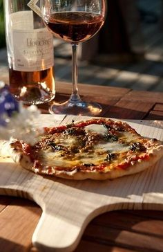 wine + home made pizza ♥
