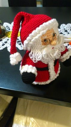 In this DIY tutorial, we will show you how to make Christmas decorations for your home. The video consists of 23 Christmas craft ideas. Crochet Santa, Christmas Crochet Patterns, Crochet Christmas Ornaments, Christmas Decorations To Make, Crochet Toys, Christmas Crafts, Crochet Amigurumi, Loom Knitting Projects, Crochet Projects