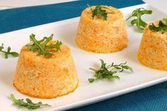 Les flans de carottes sont des garnitures raffinées pour les plats du menu de Noël. Cette recette permet de changer des accompagnements traditionnels. Simple et savoureuse, cette recette épatera vos convives !