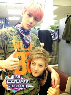 Sehun and Tao.. Add the other maknae and this would b a perfect picture