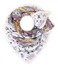 De Bugs & Flowers sjaal van POM Amsterdam is een trendy en elegante sjaal. Het patroon in de sjaal geweven. Dit zorgt ervoor dat het dessin in de sjaal niet kan vervagen en altijd de prachtige kwaliteit zal behouden.