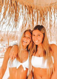 Best Friends Shoot, Best Friend Poses, Cute Friends, Cute Beach Pictures, Cute Friend Pictures, Friend Photos, Bff Pics, Poses Photo, Picture Poses