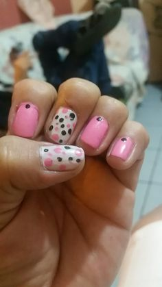 Diseños. En fondo rosa Usb Flash Drive, Nails, Beauty, Pink, Fingernail Designs, Finger Nails, Ongles, Beauty Illustration, Nail