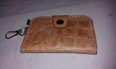 Dompet kulit untuk STNK dengan bahan Kulit Asli siap menyimpan STNK anda bersama dengan kunci mobil / motor kesayangan. Dompet STNK ini masih polos atau belum ada merek / label, sebab kami memprod…