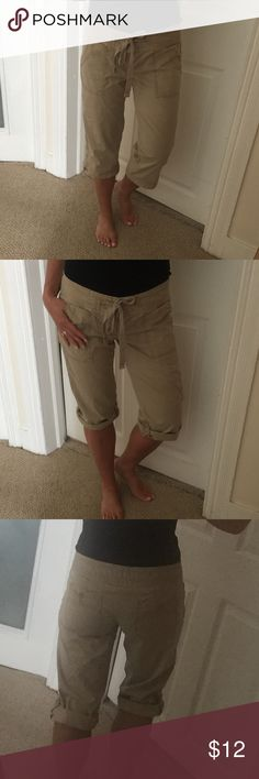 American Eagle Casual Capris These can be worn as Capris or roll them up and button at leg to wear as Bermuda shorts .Nice pre owed condition. American Eagle Outfitters Pants Capris