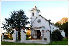 La capilla de Mariano Benitez fue creada entre los años 1919 y 1920. Bendecida el 29 de abril de 1923 siendo entronizada la Virgen del Carmen de acuerdo l pedido de Doña carmen Garcia de Benitez, quien donó el terreno y costeó la construcción.  FIESTA PATRONAL: 16 de julio, Nuestra Señora del Carmen.