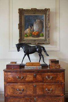 Elegant English country living room ideas for your home. English cottage interior design suggestions and inspiration. Equestrian Decor, Equestrian Style, Traditional Decor, Traditional House, Design Entrée, Interior Design, Console Table, English Country Decor, Foyer Decorating