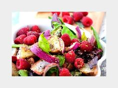 25 Delicious And Clean Detox Dishes: Raspberry Salad http://www.prevention.com/mind-body/natural-remedies/25-delicious-and-clean-detox-dishes?s=3