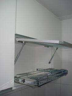 Lopes Armários Planejados: Armário de Cozinha (Padrão Branco) Com Porta em Vidro/Alumínio e Escorredor de Pratos - Puxadores em Perfil de Alumínio