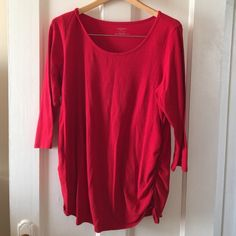 Maternity top Red quarter length sleeves. Maternity top by Motherhood Maternity. Motherhood Maternity Tops Tees - Long Sleeve