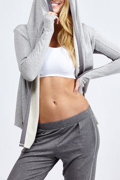 Love the relaxed-fit style of this hoodie! The design with color blocking and thumb holes make it a must-have for the to and from the gym outfit