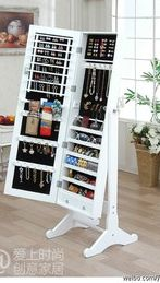 all my jewelry inside of a full length mirror? yes, please! vick..check my comment..