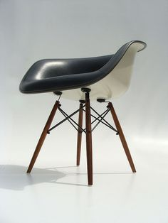 eames white shell chair w/black leather interior and wooden eiffel base Scandinavian Furniture, Rustic Furniture, Luxury Furniture, Contemporary Furniture, Furniture Decor, Furniture Design, Eames Furniture, Mirror Furniture, Victorian Furniture