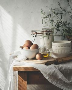 A punto de hacer un cake. Food Styling, Food Photography Styling, Icon Photography, Beauty Dish, Un Cake, Slow Living, Wooden Tables, Food Pictures, Food Art