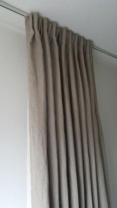 Gordijnen linnen naturel / yvoriwit gevoerd met katoen Standaard maten op de website zijn incl ingestikte plooien / haken compleet hangklaar. In elke maat verkrijgbaar!