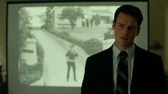 Watch Jordan Gelber SYNOPSIS: In frustrated FBI hostage negotiator Holden Ford finds an unlikely ally in veteran agent Bill Tench and begins studying a new class of murderer. Netflix Series, Series Movies, Movies And Tv Shows, Watch Netflix, Real Monsters, David Fincher, Charles Manson, Behavioral Science, Close Encounters