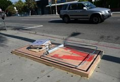 """""""Stop Making Stupid People Famous"""", une sélection des créations street art dePlastic Jesus, un artiste qui peuple les rues de Los Angeles a..."""