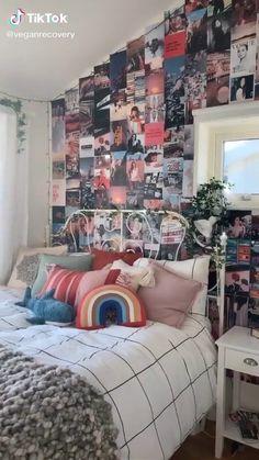 Bedroom inspo from tiktok Credits to on tiktok! Bedroom inspiration for y'all I really love this bedroom so much Room Ideas Bedroom, Bedroom Inspo, Diy Room Ideas, Teen Bedroom Inspiration, Diy Bedroom Decor For Teens, Teen Decor, Dorm Ideas, Office Ideas, Neon Room