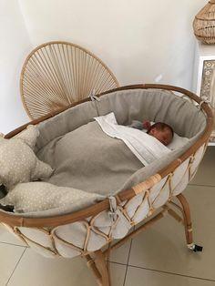 "Mini-cuna Moises / Rattan ""princesa"" sin toldo (con o sin ruedas) - estilo de vida - estilo de vida saludable - estilo de vida millonario - estilo de vida mujer - estilo de vida ideas Baby Bedroom, Baby Room Decor, Nursery Room, Room Baby, Nursery Ideas, Rattan, Baby Bassinet, Bassinet Ideas, Baby Crib Bedding"