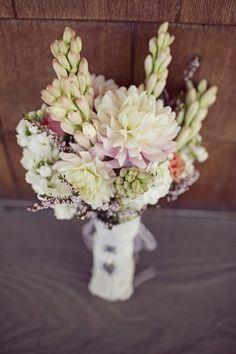 Sweet closed petal bouquet joielala.com/