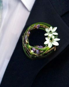 Pretty contemporary boutonniere with white ornithogalum and decorative grasses b. - Pretty contemporary boutonniere with white ornithogalum and decorative grasses by www. Rustic Boutonniere, Groomsmen Boutonniere, Groom And Groomsmen, Boutonnieres, Corsage And Boutonniere, Wedding Ideias, Button Holes Wedding, Prom Flowers, Engagement Photos