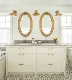 Chrome and Gold Bath Mix Your Metals: You Got the Silver, You Got the Gold | Hudson Valley Lighting