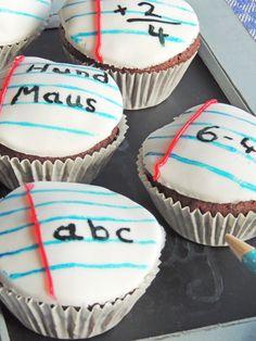 Sylvester Stallone's Life Story - School Diy Graduation Cake Pops, Graduation Day, Kreative Snacks, Pokemon, 1st Day Of School, Cake Business, Back To School Activities, Cupcakes, School Humor