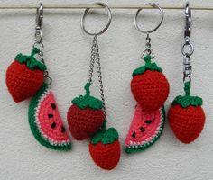 """Hola!! Hoy, como cada fin de mes, nos convoca la presentación del reto amistoso. Esta edición, la N°66, """" A la rica fruta """" vino de la ma... Crochet Flower Tutorial, Crochet Flower Patterns, Crochet Patterns Amigurumi, Crochet Motif, Crochet Designs, Crochet Flowers, Small Crochet Gifts, Cute Crochet, Easy Crochet"""
