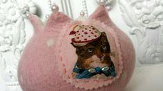 Cat with hat .. www.verfilztundzugenaeht.de