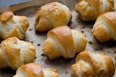 Sonkával-sajttal töltött tekercs: erre figyelj a kelt tészta készítésekor