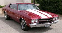 Chevelle <-----one day my dad will give me his car... at least I hope so :)