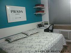 quarto arrumado parede azul