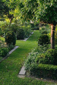 Jardin auvergnant de Martine et Jean-Michel (carrés autour de pommiers)