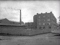 Eteläpuistokadun ja Läntisen puistokadun eli Hämeenpuiston kulma, taustalla Klingendahl. 1900-1910