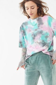 Sep 2019 - Sweater + Sweatshirt Sale for Women Style Girlie, Tie Day, Tie Dye Fashion, Punk Fashion, Estilo Indie, Tie Dye Crafts, How To Tie Dye, Tie Dye Colors, Tie Dye Outfits
