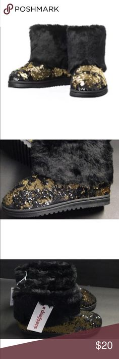 Dearfoams Black Glitter Booties NWT. Black and gold sequins. Size 7-8. Dearfoams Shoes Slippers