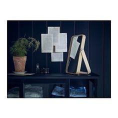IKEA - IKORNNES, Toiletspiegel, , De spiegel kan op een tafel of ladekast worden gezet, of aan de muur worden gehangen.Als je de spiegel aan de muur hangt, kan je de standaard gebruiken als hanger voor sjaaltjes en stropdassen.Geschikt voor de meeste ruimtes, tevens getest en goedgekeurd voor de badkamer.Voorzien van beschermfilm - vermindert het risico op letsel en beschadigingen als het glas zou versplinteren.