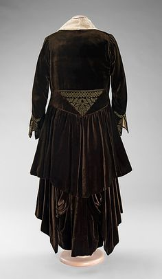 Evening ensemble (image 2) | Mme. Louis Cerlian | American | 1914-1918 | silk, metal |  Brooklyn Museum Costume Collection at The Metropolitan Museum of Art | Accession #:  2009.300.371a–c