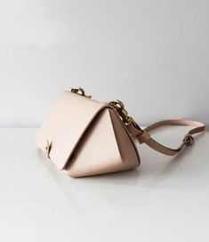 Blush leather bag with architecture elements and brass hardware. Leather accessories made in New Zealand. Leather Clutch, Leather Handbags, Colani, Leather Projects, Leather Design, Leather Accessories, Beautiful Bags, Small Bags, Leather Craft