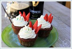 aBitterSweetWife: Chocolate Drunken Strawberry Cupcakes with White Chocolate Buttercream Drunken Cupcakes, Fun Cupcakes, Cupcake Cakes, Liquor Cupcakes, Guinness Cupcakes, Cup Cakes, Chocolate Buttercream Recipe, White Chocolate Buttercream, Chocolate Cupcakes