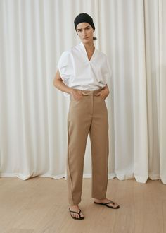 Totême Stockholm Spring 2018 Fashion Show Collection: See the complete Totême Stockholm Spring 2018 collection. Look 14 Fashion 2018, Look Fashion, Spring Fashion, Fashion Trends, Street Style, Lookbook, Fashion Show Collection, Minimal Fashion, Contemporary Fashion