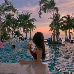 How to Take Good Beach Photos Beach Photography Poses, Beach Poses, Summer Photography, Baby Girl Photography, Photography Photos, Travel Photography, Photos Tumblr, Tumblr Picture Ideas, Profile Picture Ideas