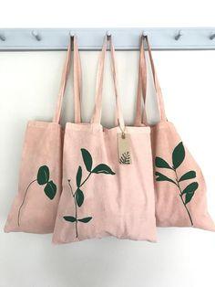 f6687ca39a0c6 Rosa Blatt Einkaufstasche handgefärbt in natürlichen Avocado