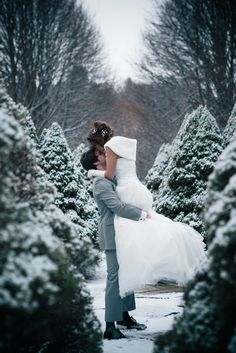 picturesque winter wedding portraits captured by Hopskoch Photography http://www.hopskochphotography.com/
