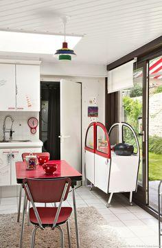 Casinha colorida: Uma casa com decoração anos 50 na Bélgica