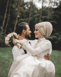 Kübra Erdoğan Kocaelinden çekim için gelen bir değerli çiftimiz daha Kübra Hanımın elbisesi özel dikim olup kendi tarafından tasarlanmıştır Kuaför: @nsnur
