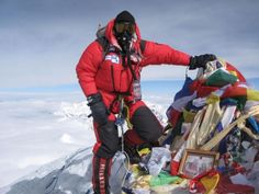 Everest Summitclimb Mt Everest & Lhotse : Summit pictures and more Summit Pictures Love Background Images, Love Backgrounds, Summit Everest, Mount Everest, Down Suit, K2, Climbers, Aesthetics, Sport